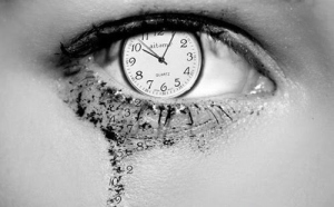 beauty-black-and-white-clock-eye-tears-time-Favim_com-89879